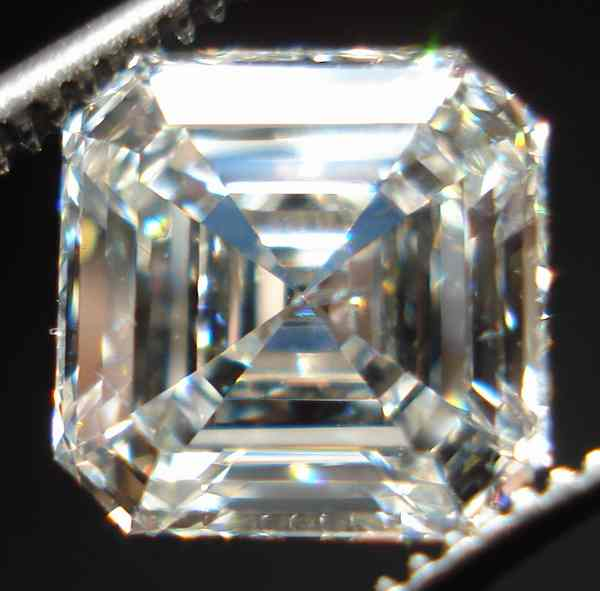completely colorless asscher cut diamond