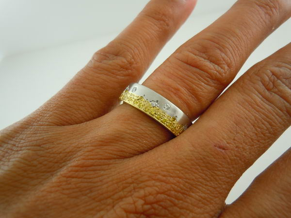 Here Is A Really Unique Wedding Band It Was Designed By Very Creative Person The Ring Sprinkled With Both Yellow And White Diamonds