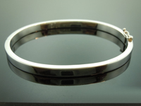 SOLD........Platinum Bangle: 7 1/2 inch Solid Platinum Bangle R6292
